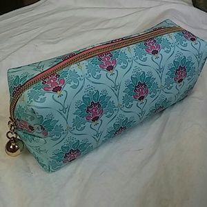 Handbags - NWOT Cosmetic bag